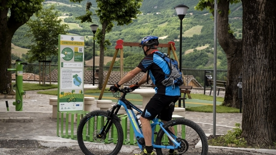 cicloturismo ciclovia dell'appennino in mountainbike