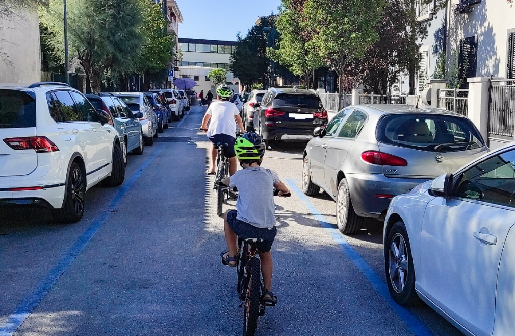 cicloturismo_in_famiglia_bicicletta_bambini_traffico_1