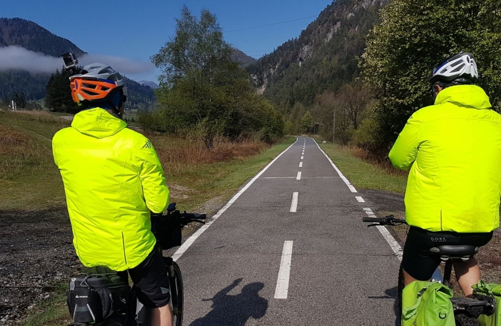 Cicloturisti sulla Ciclovia Alpe Adria