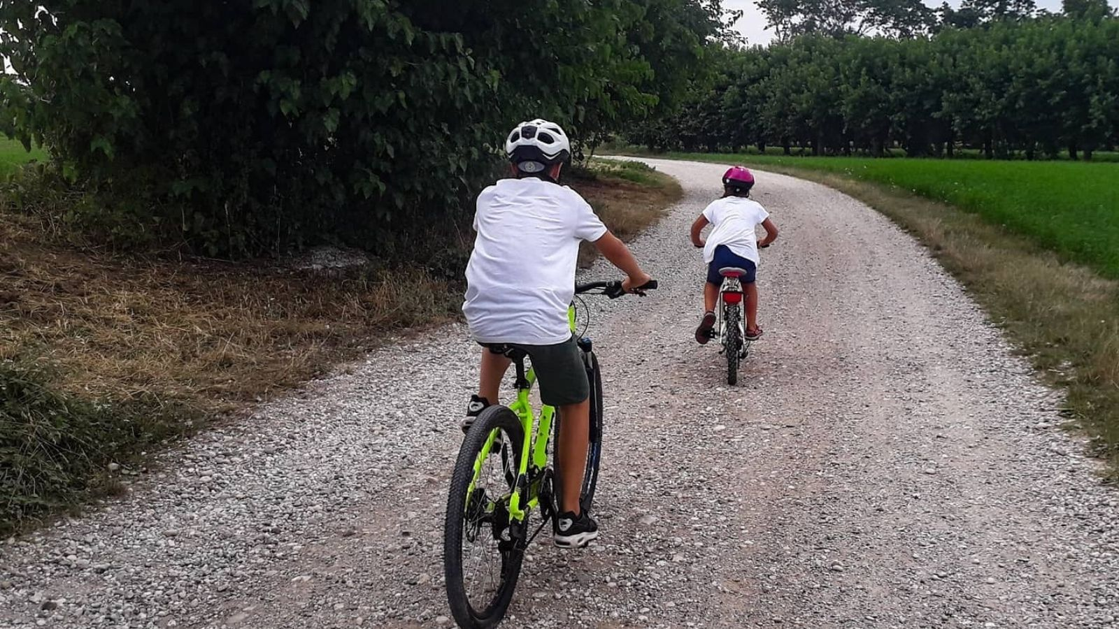 famiglia in bici cicloturismo