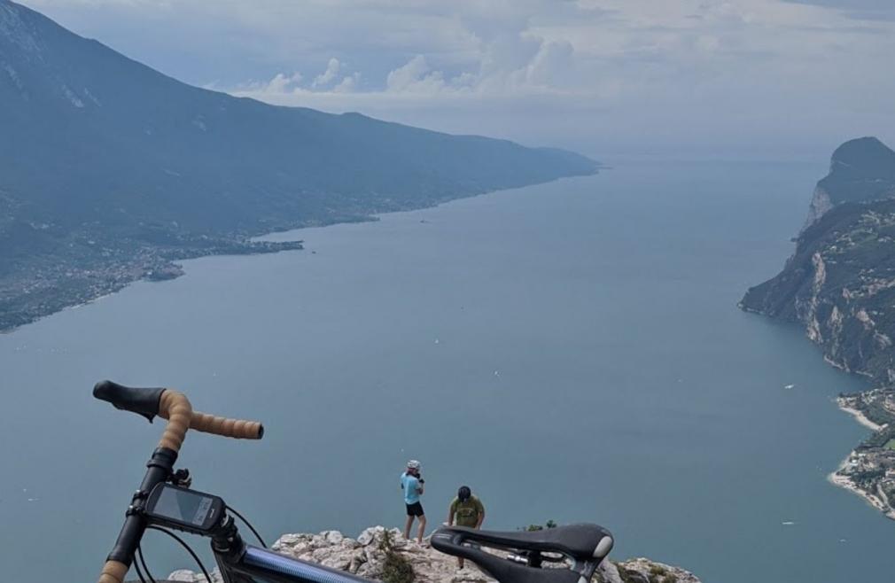 L'itinerario cicloturistico dell'Alto Garda è spettacolare: ecco una foto da Cima Larici