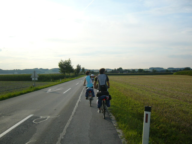 Cicloturisti lungo il percorso da Passau a Vienna (credit: Chiara Bozzi)