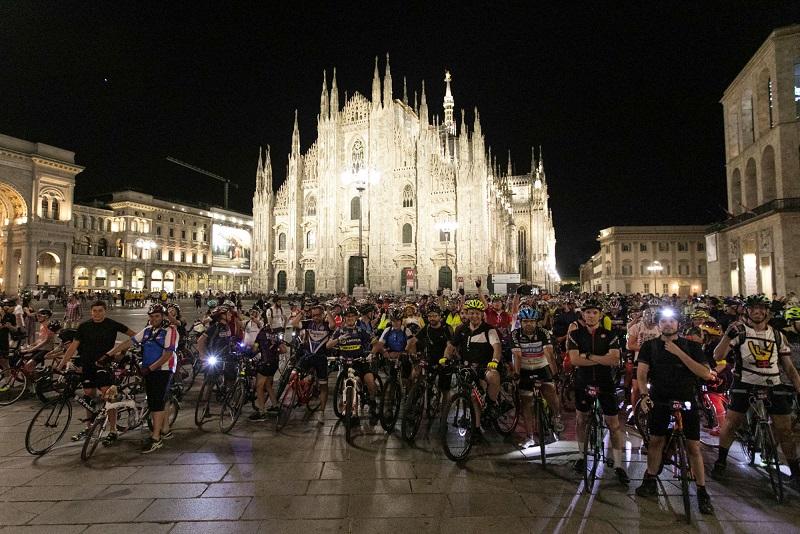 bike night witoor milano duomo